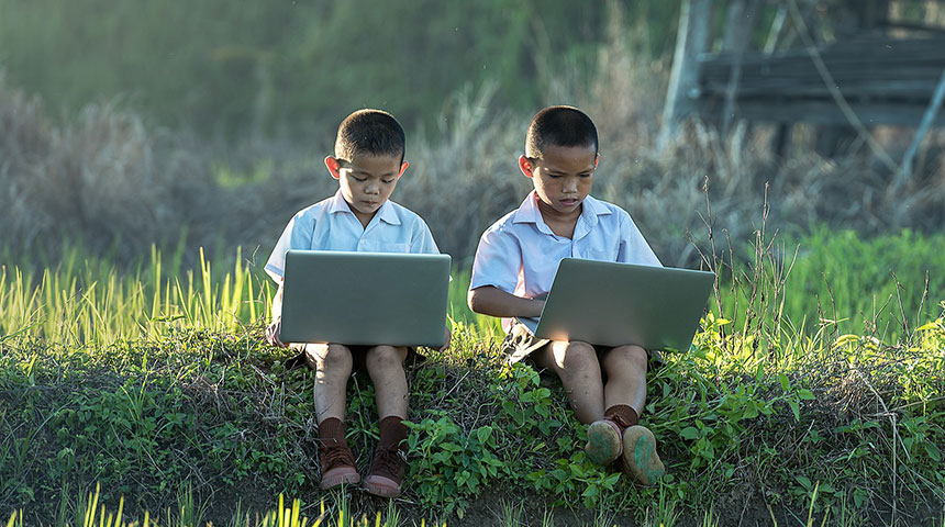 two kids laptop - Top 3 Best Educational Video Games for Homeschoolers